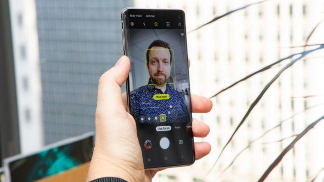 دوربین جلو گوشی سامسونگ Galaxy S10