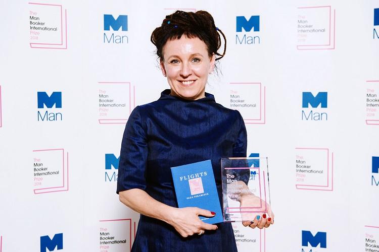 اولگا توکارچوک به هنگام دربافت جایزه جهانی من بوکر سال 2018